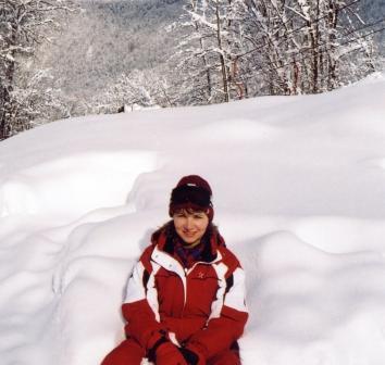 Потом скатиться весело с горы, в сугроб зарыться, заливаясь смехом...(М.Парамонова Сказка Красной поляны)с.JPG